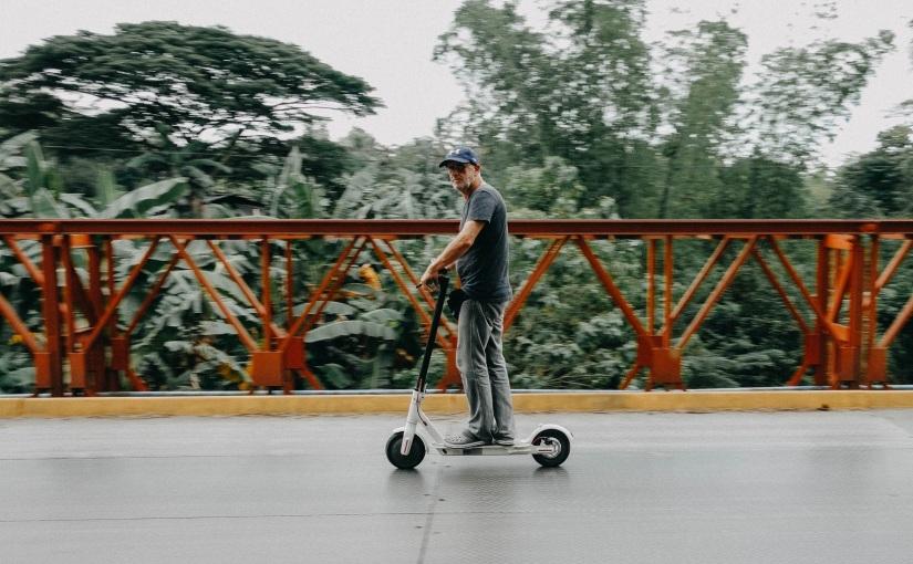 עידן החשמל – דילמות ברגולציה על אופניים וקורקינטיםחשמליים