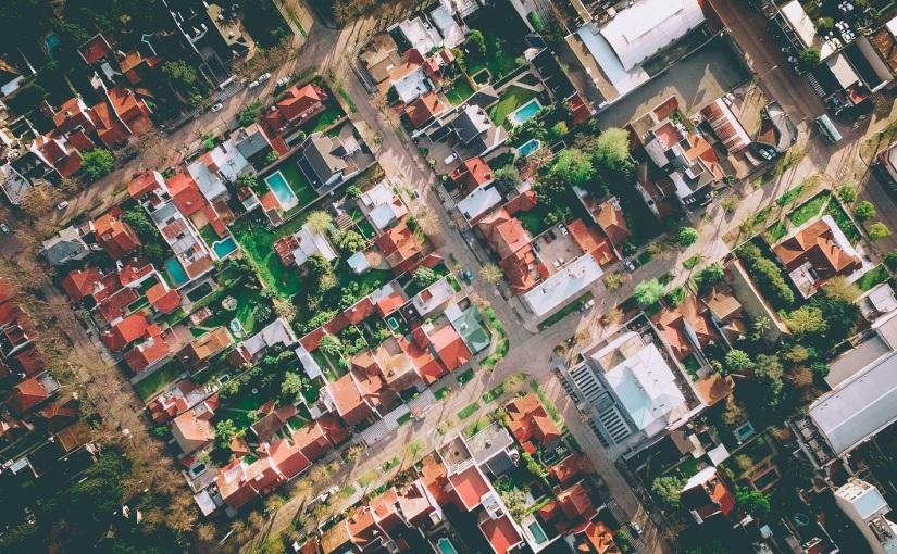 הרגולציה שמעצבת את הערים שלנו – ומי משלם אתהמחיר?